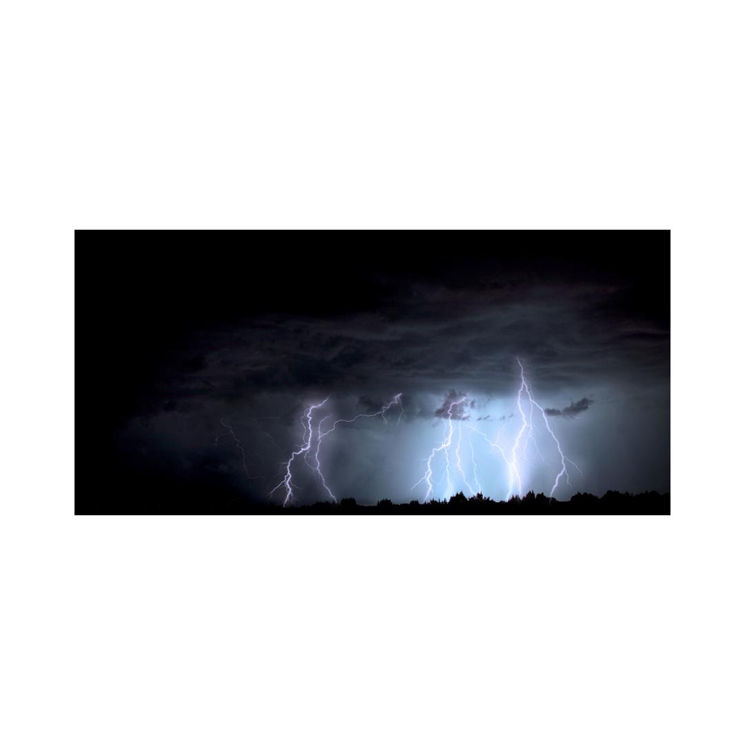 暴風雨と落雷